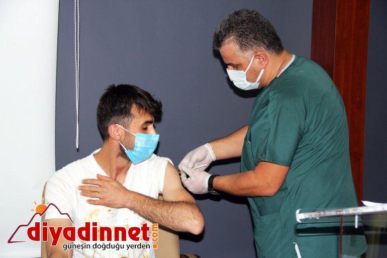 Ağrı da mobil sağlık ekipleri tarafından milli eğitim müdürlüğü çalışanlarına Kovid aşısı yapıldı5