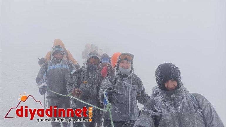 yaparken Ağrı Dağı'nda zirve kaybolan tırmanışı dağcılar 5 sporcuyu kurtardı 3