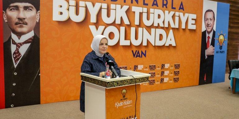 AK Parti Genel Merkez Kadın Kolları Başkanı Keşir, Van'da İl Kadın Kolları Teşkilatı Toplantısı'na katıldı: