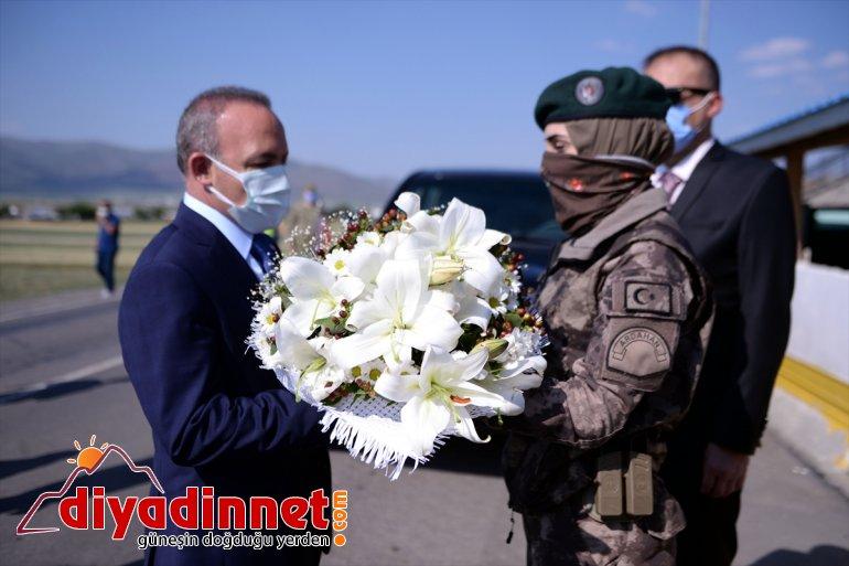 - vatandaşlar kamu çalışanlarıyla Öner, ARDAHAN nöbetçi ve bayramlaştı Vali 2
