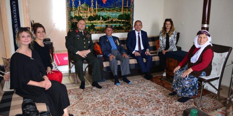 Ardahan Valisi Öner'den gazi ve şehit yakınlarına bayram ziyareti