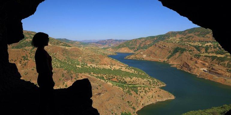 Bingöl'ün 5 katlı 26 odalı Zağ Mağaraları ziyaretçileri cezbediyor