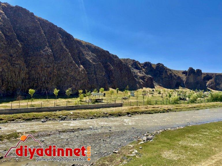 Dik yamaçlarıyla doğunun Ihlara Vadisi: Murat Kanyonu8