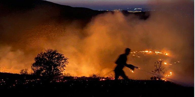 Elazığ'da çıkan örtü yangını söndürüldü