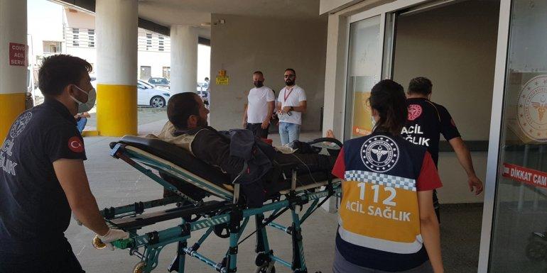 Erzincan'da silahla kazara kendini yaralayan çobanı jandarma ve sağlık ekipleri hastaneye ulaştırdı