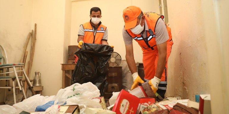 Malatya'da belediye ekiplerinin temizlediği evden 2 kamyon çöp çıktı - Malatya Haberleri