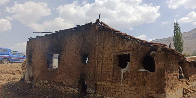 Malatya'da depo olarak kullanılan ahırda çıkan yangında 2 ton tütün yandı