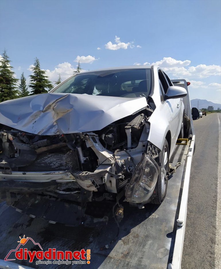 4 traktöre Malatya'da çarpıştı: ile otomobil yaralı 4