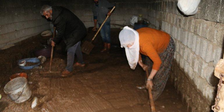 Erciş'te şiddetli yağış 13 köyde taşkınlara yol açtı