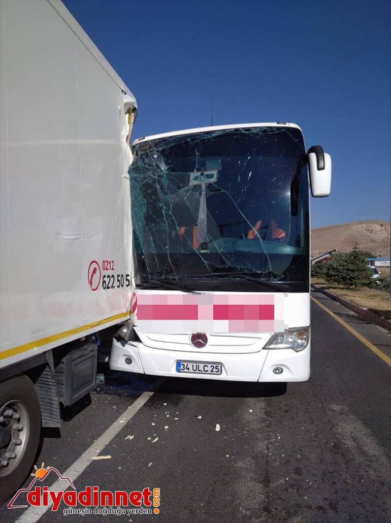 tıra otobüsü yaralı Erzincan'da çarptı: yolcu 26 2