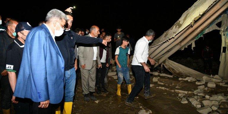 Van'daki selde 6 ev yıkıldı 30 evde hasar oluştu