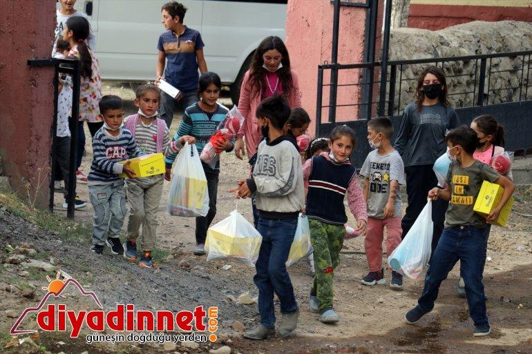 yardımlarıyla çocukların selden güldü yüzü hayırseverlerin etkilenen Ağrı'da 3