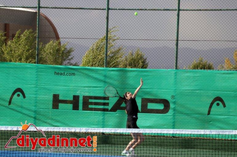 Turnuvası başladı ilden sporcunun katılımıyla 137 Ağrı 23 Dağı Tenis 12