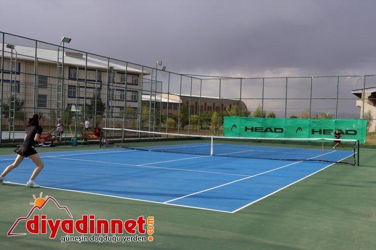katılımıyla başladı sporcunun 23 137 Turnuvası Tenis Ağrı Dağı ilden 10