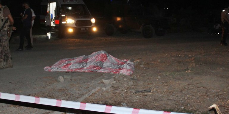 Elazığ'da yol kenarında silahla vurulmuş erkek cesedi bulundu
