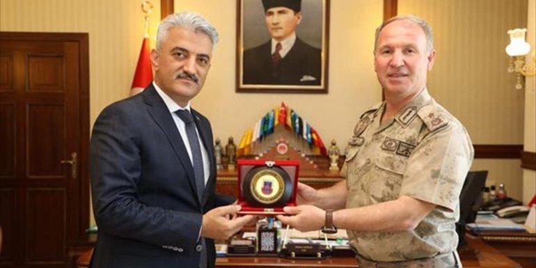 Erzincan Jandarma Bölge Komutanı Tuğgeneral Mehmet Çimen'den Vali Mehmet Makas'a ziyaret
