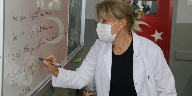 ERZİNCAN - Öğrencilerin salgın dönemindeki eğitim açığını gönüllü öğretmenler telafi ediyor1