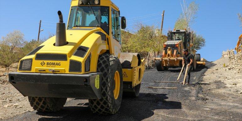 Gürpınar'da asfalt çalışması