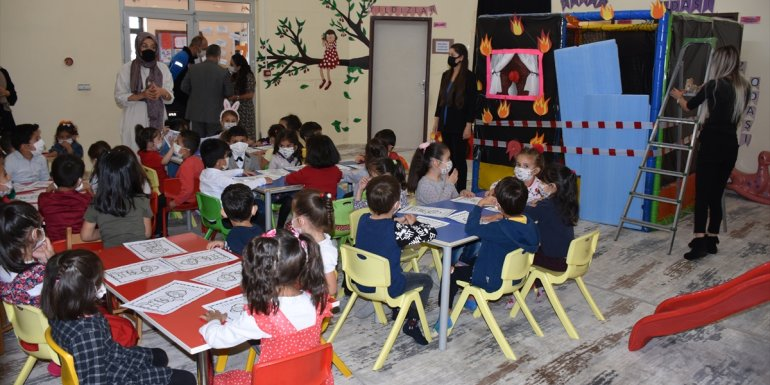 Hakkari'de anaokulu öğrencilerine yangın ve deprem eğitimi verildi