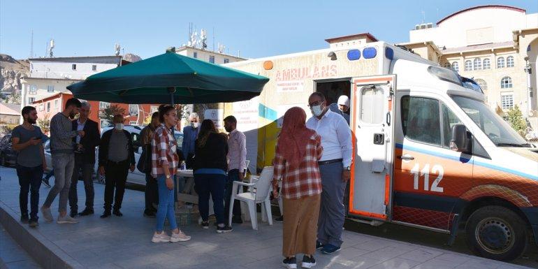 Hakkari Devlet Hastanesi Başhekimi Kara, kent halkını anonsla aşıya çağırıyor