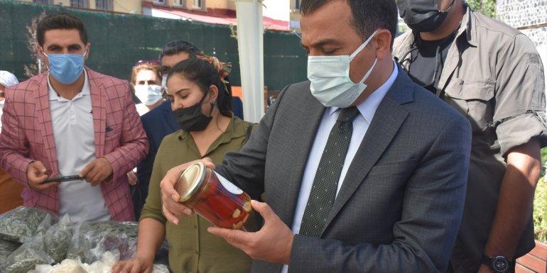 Kars'ta girişimci kadınların el emeğiyle hazırladığı yöresel ürünler satışa sunuldu