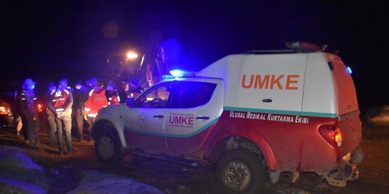KARS - Kar nedeniyle yaylada mahsur kalan karı koca kurtarıldı1