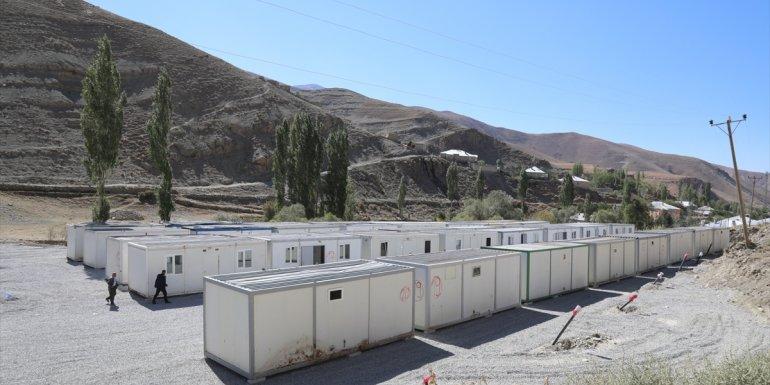 Van'da selden etkilenen mahalleye konteyner kent kuruldu
