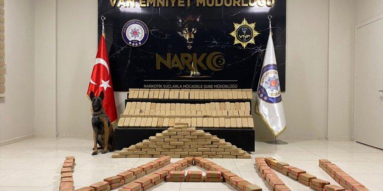 VAN - Uyuşturucu operasyonunda 217 kilo 500 gram eroin ele geçirildi1