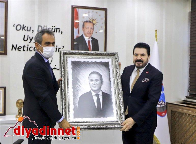 Bakanı buluştu AĞRI Milli - öğrencilerle Mahmut Eğitim Özer, 15