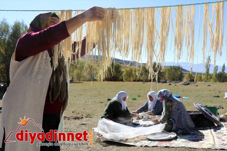 kışa kavurdukları ateşte Ağrılı kadınlar kurutup güneşte erişteleri hazırlıyor 13