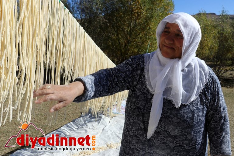 kurutup hazırlıyor kışa güneşte erişteleri ateşte kadınlar kavurdukları Ağrılı 14
