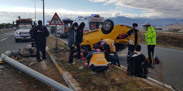 Erzincan'da devrilen taksideki 4 kişi yaralandı