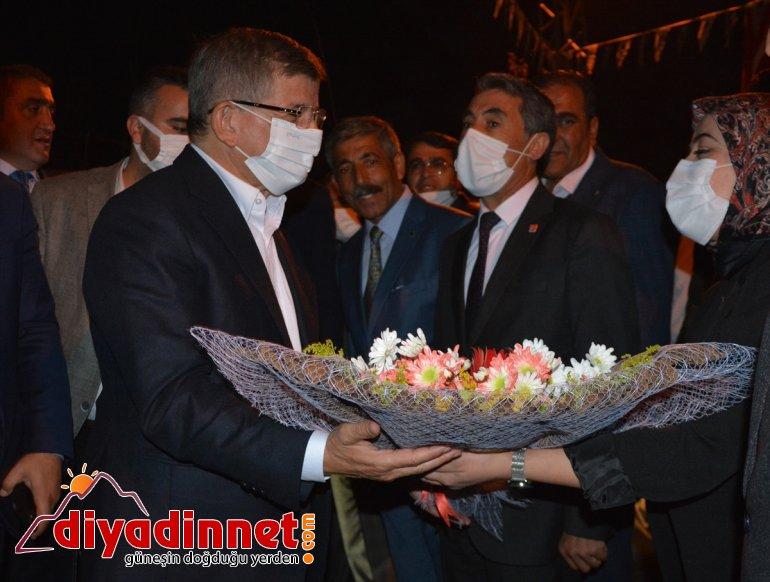 Gelecek Partisi Genel Başkanı Davutoğlu, Ağrı'nın Patnos ilçesinde ziyaretlerde bulundu