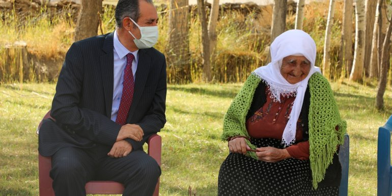 Gürpınar Belediye Başkanı Tanış, yaşlıları ziyaret etti