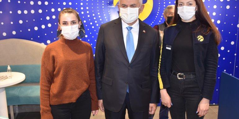 AK Parti Genel Başkanvekili Yıldırım, konservatuar öğrencileriyle türkü söyledi