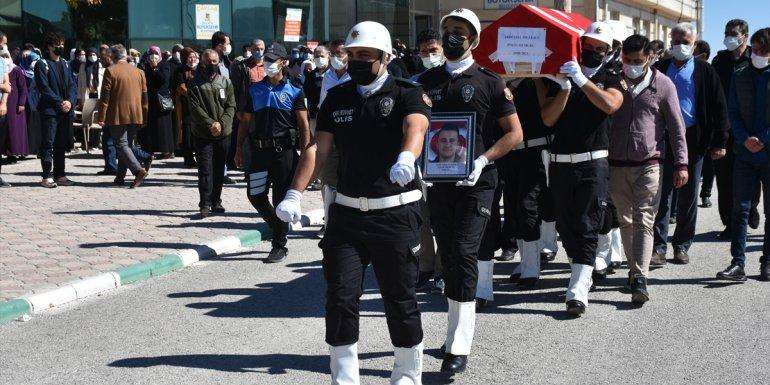 MALATYA - Trafik kazasında ölen polisin cenazesi toprağa verildi1