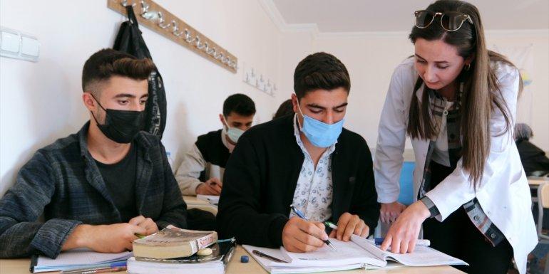 VAN - 647 öğrenci ücret ödemeden kurs ortamında üniversiteye hazırlanıyor1