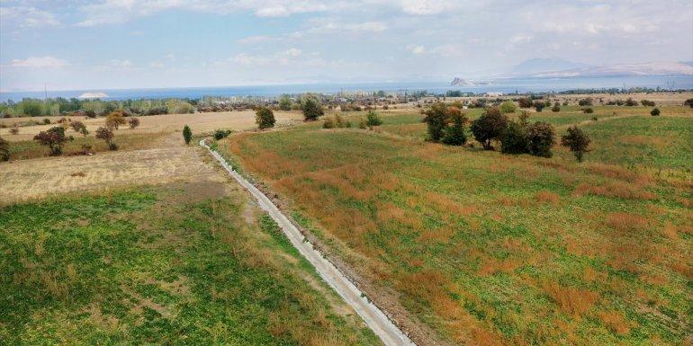 Van Büyükşehir Belediyesinden çiftçilere sulama kanalı desteği