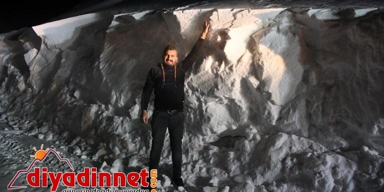 Doğubayazıt'ta 2 bin 200 rakımdaki köylerde 2 metrelik karla mücadele