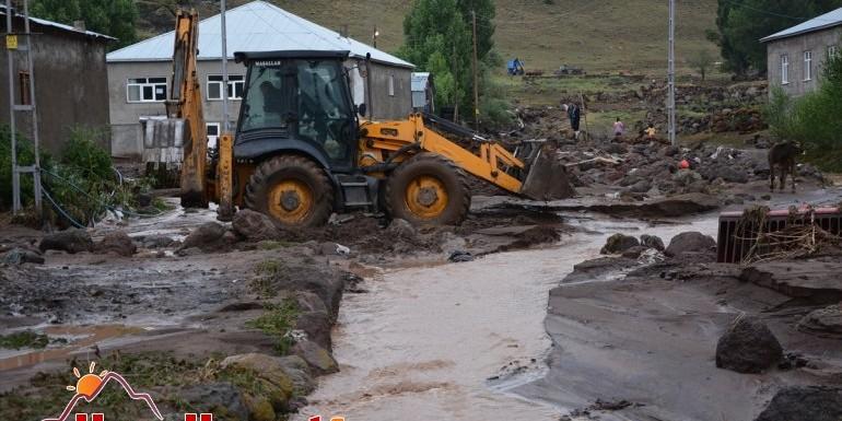 Ağrı'da etkili olan sağanak köylerde hasara neden oldu